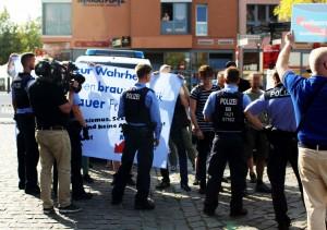 Gegenprotest wurde schon frühzeitig von der Polizei abgedrängt. (Foto: pressedienst ffo)