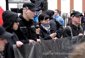 Angeklagter Patrick Schulz (ganz links) bei einer Neonazidemonstration