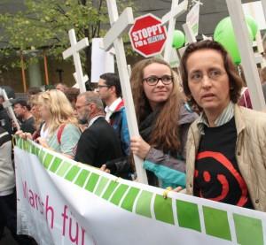"""Beatrix von Storch (Europaabgeordnete der AfD, rechts im Bild) beim christlich-fundamentalistischen """"Marsch für das Leben"""" am 20. September 2014 in Berlin"""