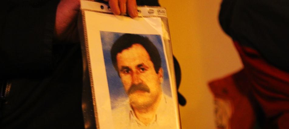 Die Aktivisten zeigten Porträts der Mordopfer des NSU. Hier Enver ?im?ek. Er wurde 2000 in Nürnberg niedergeschossen und war das erste Todesopfer des NSU. Foto: René Strammber