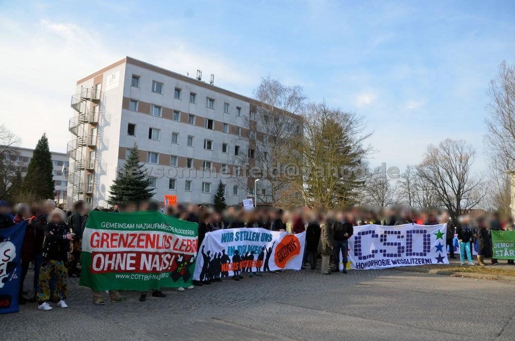 Gegenkundgebung vor dem Asylbewerberheim in Guben