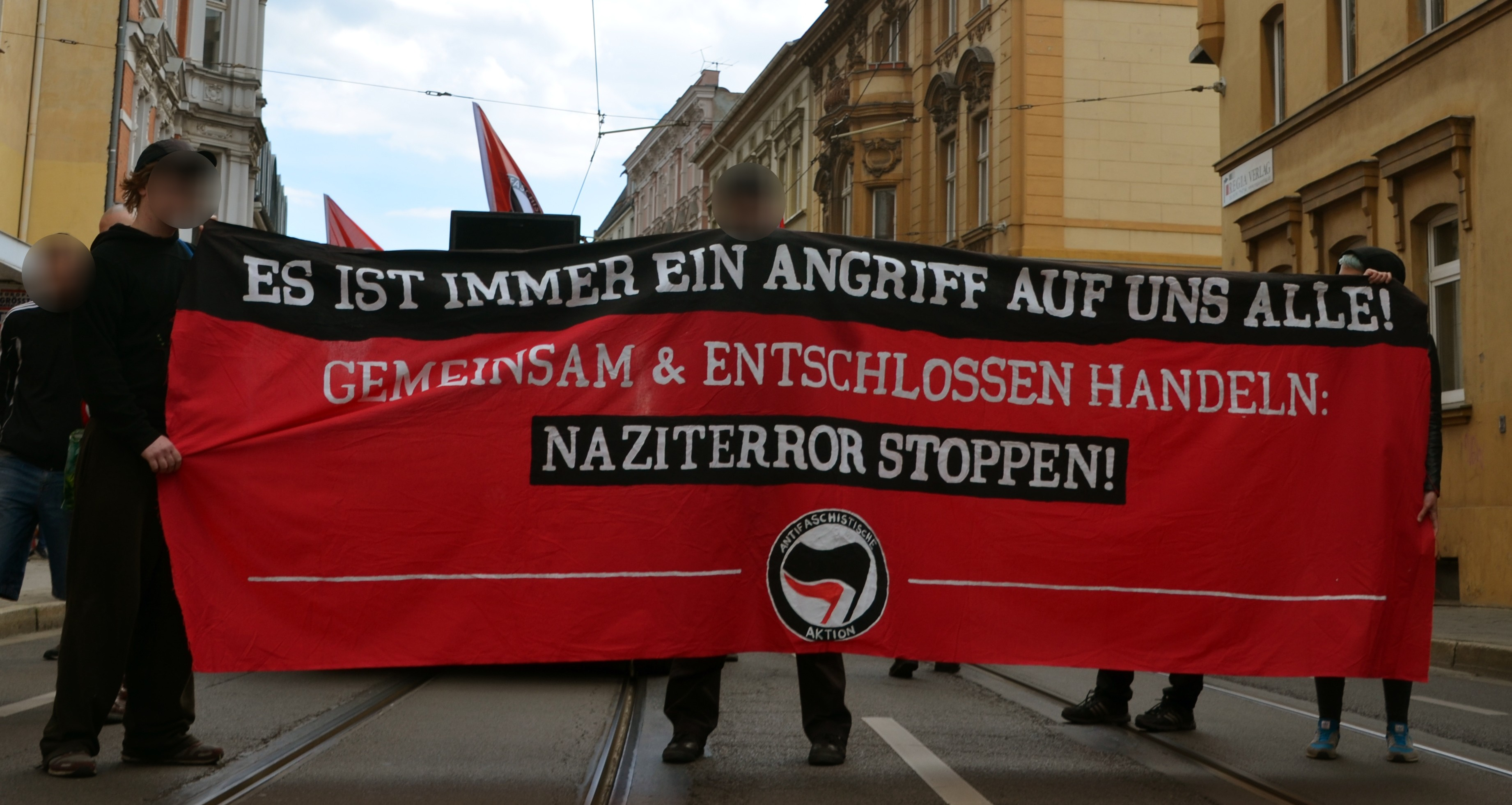 Fronttransparent der solidarischen Demonstration für die Zelle 79