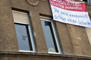 Zelle 79 nach dem Angriff: Nazis warfen Steine gegen die Fenster