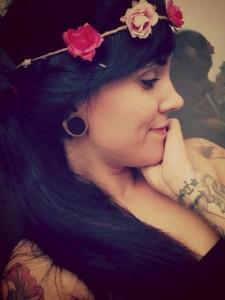 """Melanie Witassek aka """"Charlotte Friedrich"""" wie sie sich für ihre Facebookseite als nette Baby-Fotografin inszeniert."""