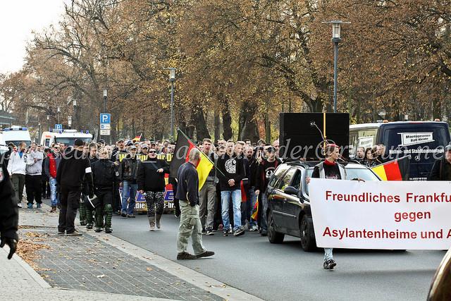"""Etwa 150 Neonazis und """"besorgte BürgerInnen"""" zogen am Sonntag durch Frankfurt (Oder)."""
