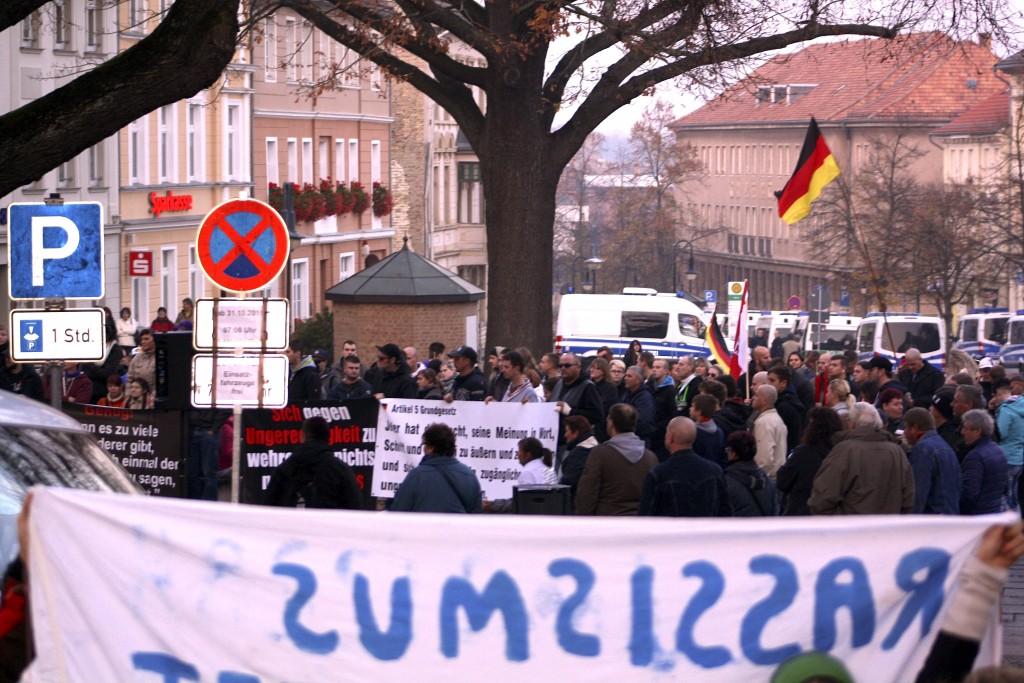 """Ob """"Brandenburg"""" oder """"Ostbrandenburg erwache"""": Neonazis mobilisieren rassistische AnwohnerInnen in Bad Freienwalde"""