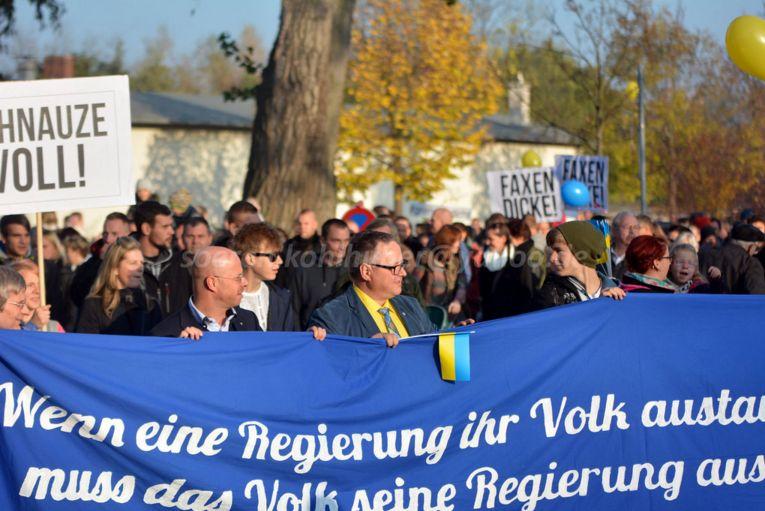 Links am Transparent: Andreas Kalbitz, Mitte: Jens-Bringer Lange