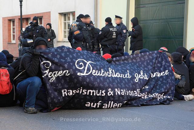 Blockade in Beeskow lässt Nazis nicht durch die Stadt. Bild: Presseservice Rathenow