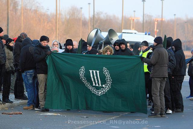 """Der """"III.Weg"""" auf der Auftaktkundgebung der Nazis. Bild: Presseservice Rathenow"""