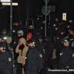 """Phillip Hinzmann (ganz links mit grün-karrierter Mütze) am 20. Januar 2016 auf der """"Pogida""""-Demonstration"""