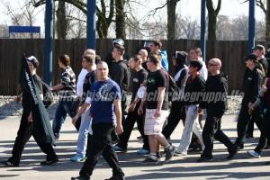 Für die NPD auf der Straße: Wie bereits bei der letzten NPD-Demonstraion 2007 beteiligte sich Andy Köbke (4. von rechts, weißer Pullover) auch am 24. März 2012 an einer NPD-Demonstration in der Oderstadt.