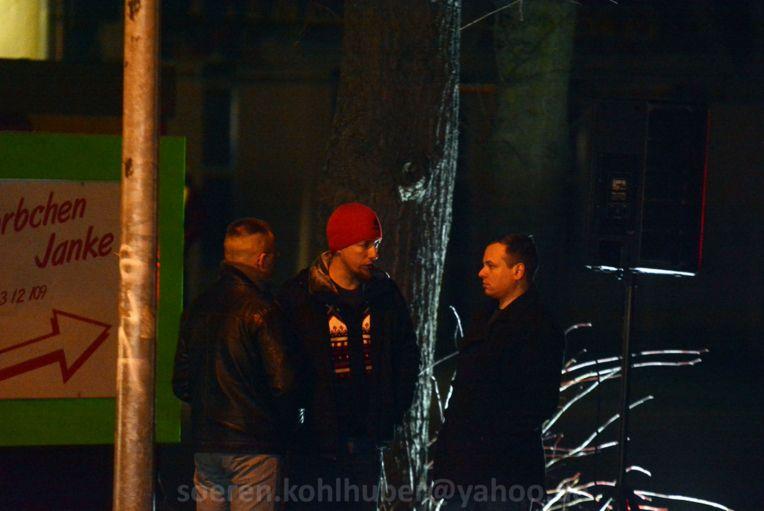 Rechts: Carlo-Eik Christopheit beim Bewachen der Technik. Bild: Sören Kohlhuber