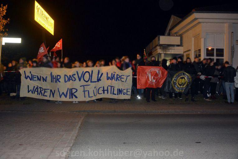 Gegenkundgebung vor dem Getränkeland. Bild: Sören Kohlhuber