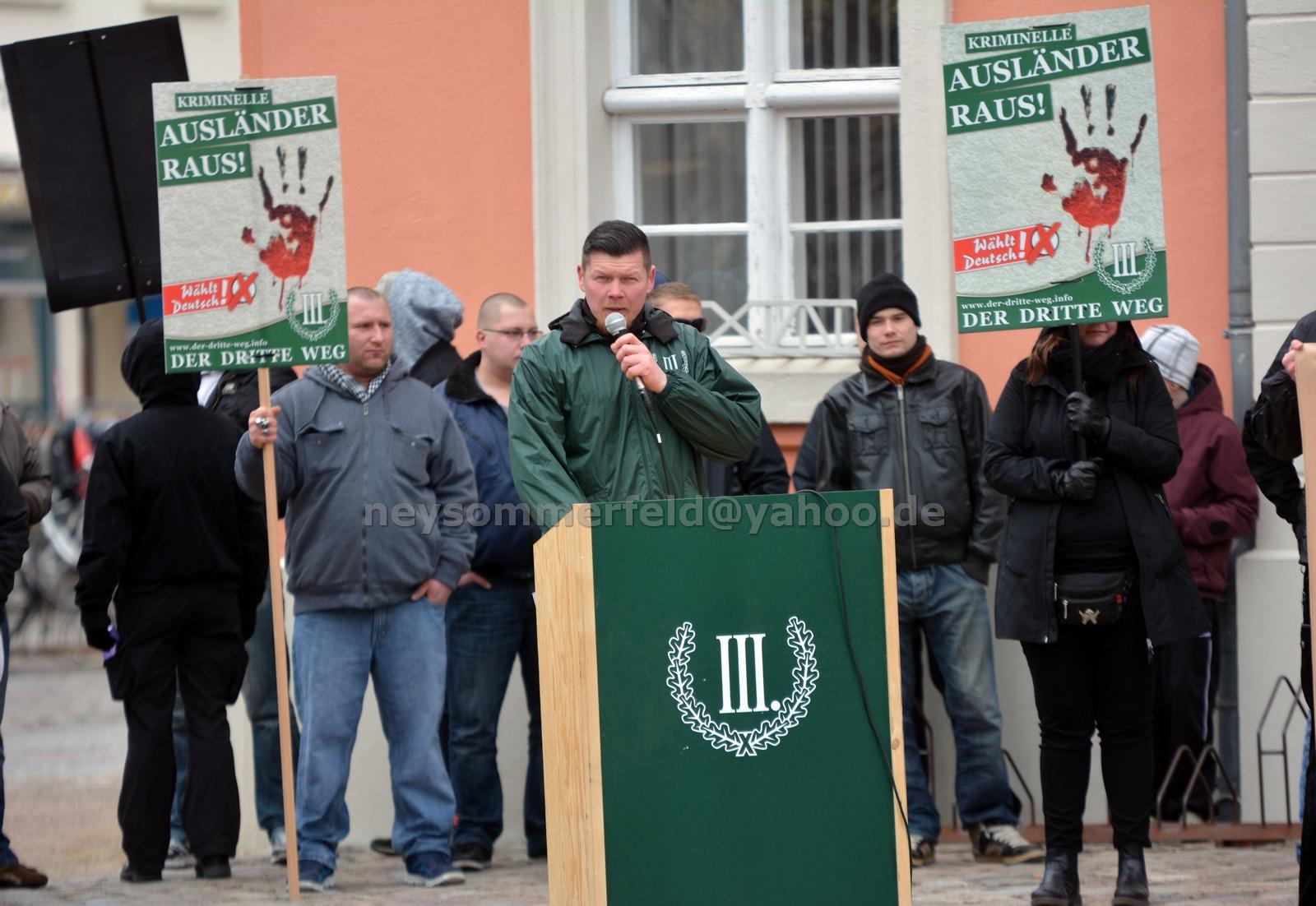"""Der """"III. Weg"""" in Templin. Matthias Fischer hielt dort mehrere Reden. Bild: Ney Sommerfeld."""
