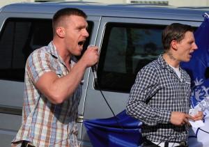 Maik Schneider und Dennis W. auf einer Demonstration im Juni 2015 in Nauen (Foto: Presseservice Rathenow)