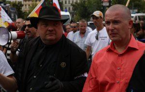 Pegida-Anwalt Jens Lorek war Moderator und Ordner zugleich.