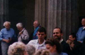 Die Neonaziaktivisten René Bethage und Andreas Storr vor der Neuen Wache in Berlin. Quelle: apabiz.