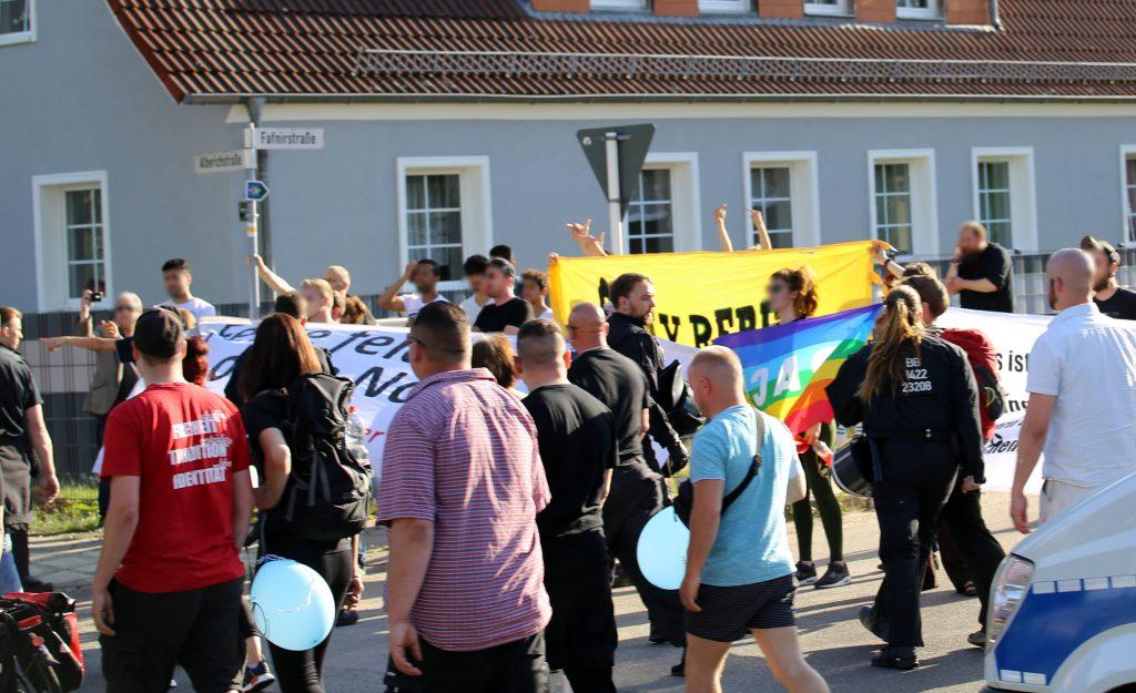 Gegenproteste in Bernau Süd.