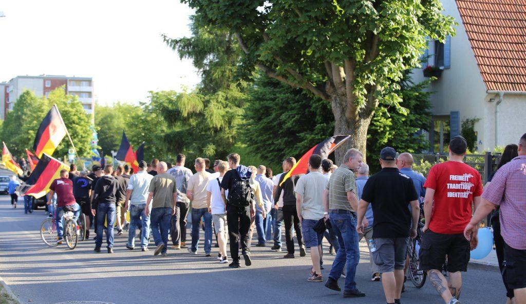 Die Neonazis marschierten bis zum Bernauer Stadtteil Süd, wo die Gebetsräume eingerichtet werden sollen.