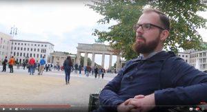 """Robert Timm erzählt 2016 von seiner """"linken"""" Vergangenheit (Screenshot Youtube)"""