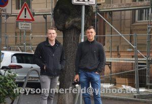 Rechts im Bild: Jean-Pascal Hohm mit Kamera in der Hand.
