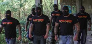Vermummte Nazis mit Black Legion Shirts