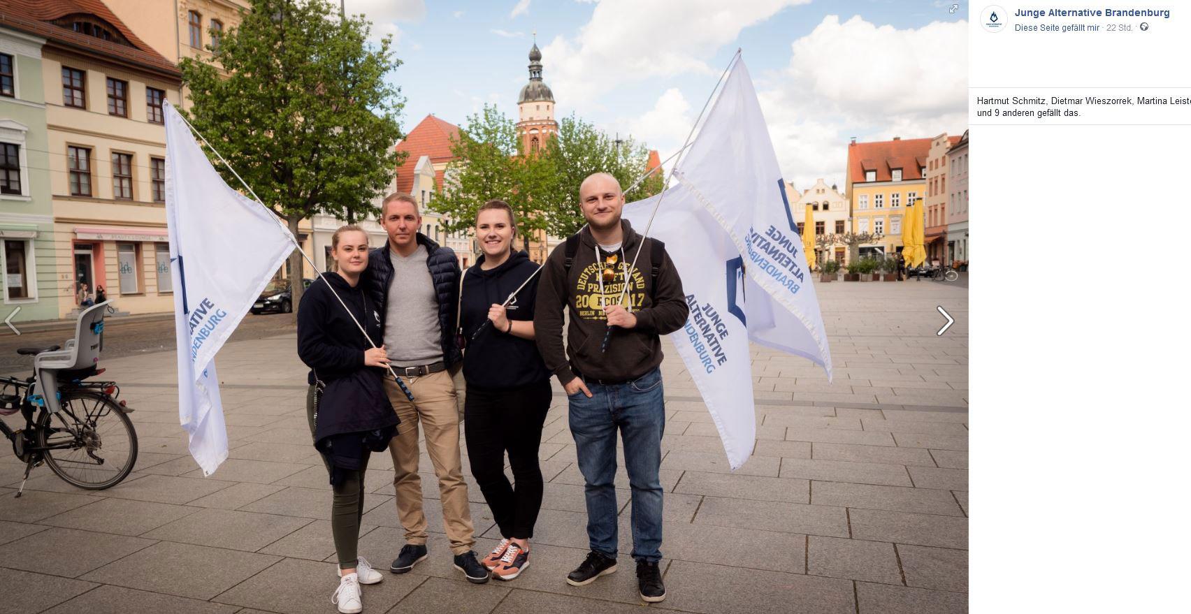 Junge Alternative Brandenburg auf der Kundgebungs-Tour in Cottbus. Screenshot: Facebook.