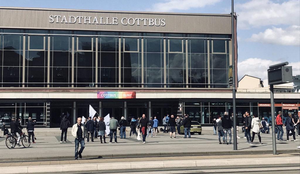 Kundgebung an der Stadthalle in Potsdam