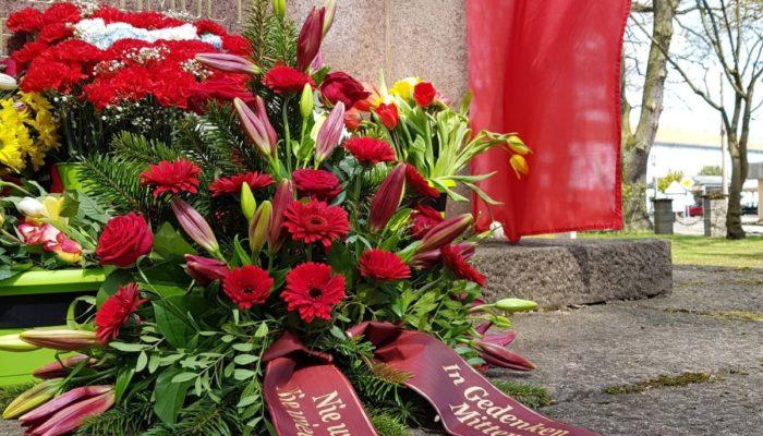 Kranz am sowjetischen Ehrendenkmal in Neuruppin